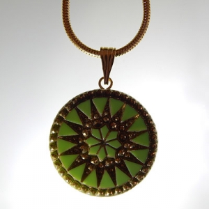 Sun pendant Ø approx 34 mm, light green 577 / old gold, with snake chain, gold, lobster clasp